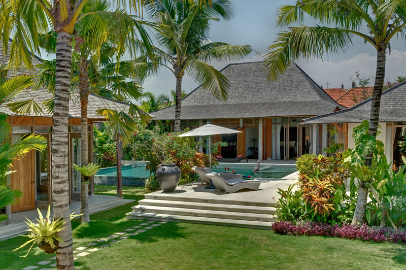Photo gallery villa kudus 5 bedroom villa for rent in for Anda garden pool villas